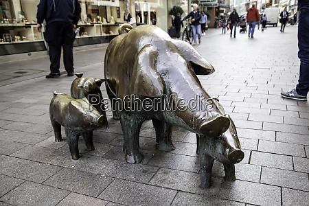 schweinestatuen in bremen