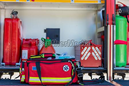erste hilfe kit eine offene rote