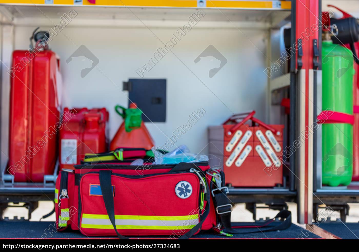 erste-hilfe-kit, eine, offene, rote, erste-hilfe-kit-tasche, mit - 27324683