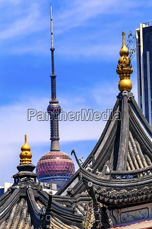shanghai tv tower from yuyuan garden