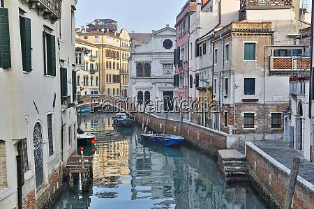venedig italien kanal und bruecke