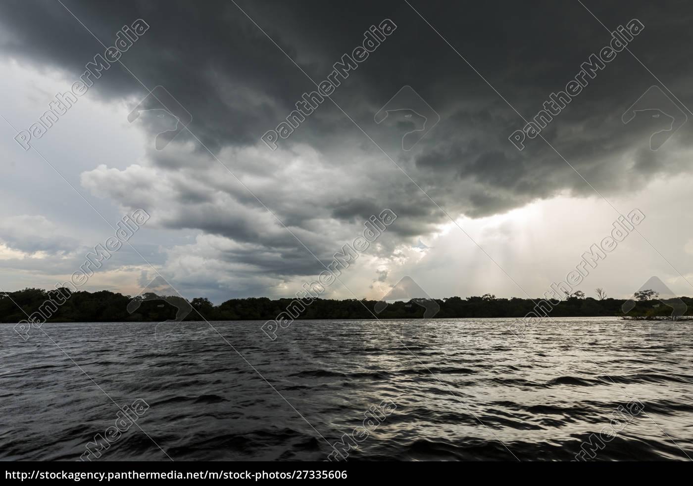 eine, dunkle, gewitterwolke, bewegt, sich, über - 27335606