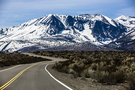 curvy us highway 395 leads to