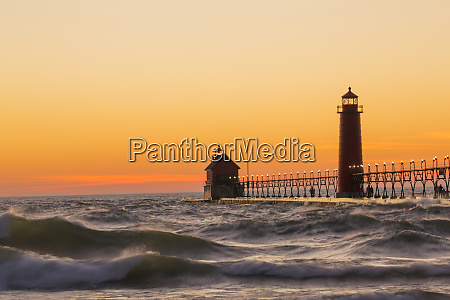 grand haven south pier lighthouse at