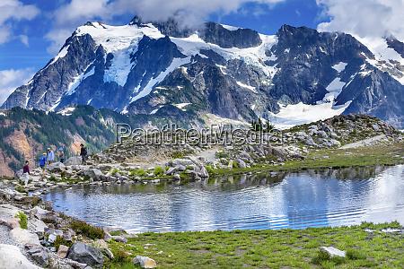 hikers mount shuksan artist point mount
