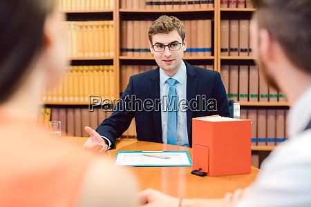 notar vertrag anwalt paar ehe siedlung