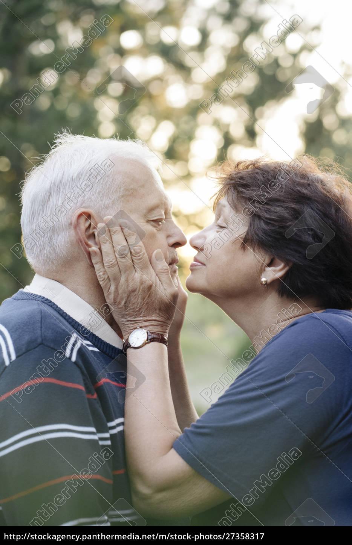 profile, of, senior, couple, in, love - 27358317