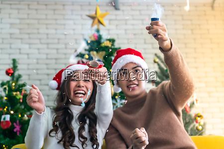 paar weihnachtsfeier feuerwerk