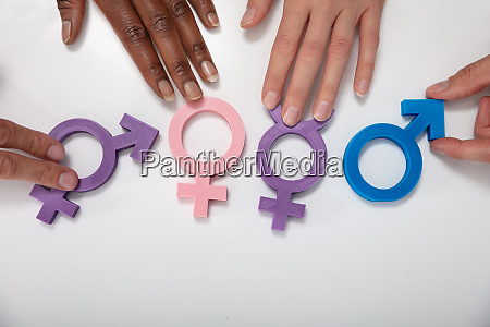 multi ethnische menschen die geschlechtszeichen auf
