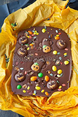 beaengstigend schokolade rinde fuer halloween