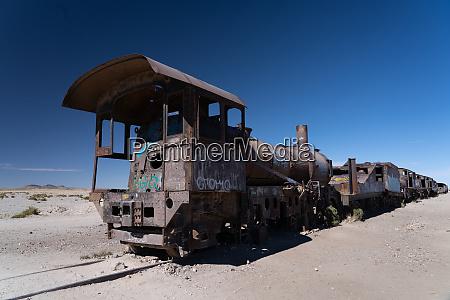 lokomotivenfriedhof vor uyuni bolivien suedamerika