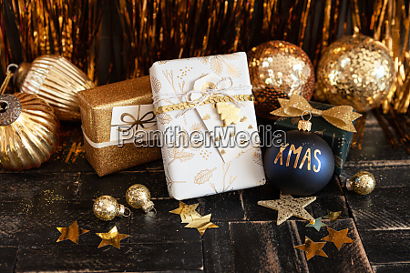 festliche geschenk verpackt geschenke