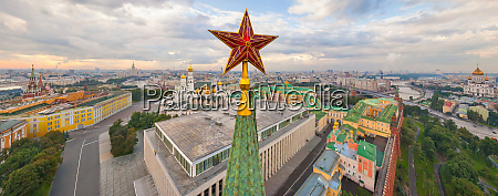luftaufnahme des moskauer kremls russland