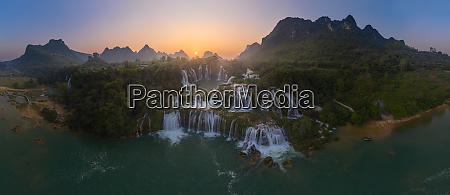 panoramablick auf die detian falls bei