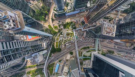 luftaufnahme ueber der innenstadt von hongkong