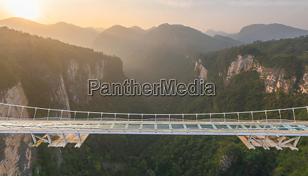 luftaufnahme der zhangjiajie glass bridge china
