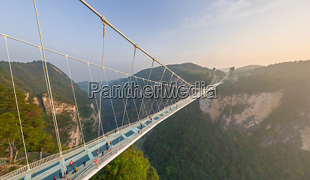 luftaufnahme der zhangjiajie glass bridge bei