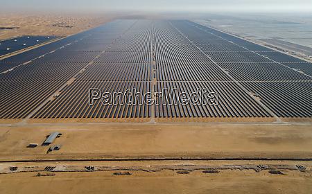 luftaufnahme des solarpanelparks al maktoum in