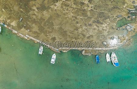 luftaufnahme gruppe von booten auf dock