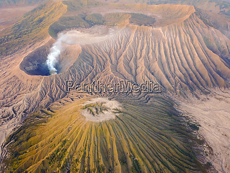 luftaufnahme des kraters des mount bromo