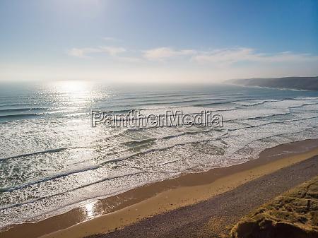 luftaufnahme von freshwater west beach pembrokeshire
