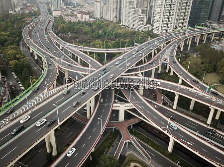 luftaufnahme des mehrstoeckigen austauschs in shanghai
