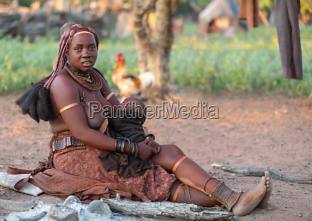 himba frau mit ihrem kind namibia