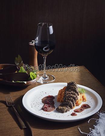 crusted kaenguru filetschale ein busch tucker