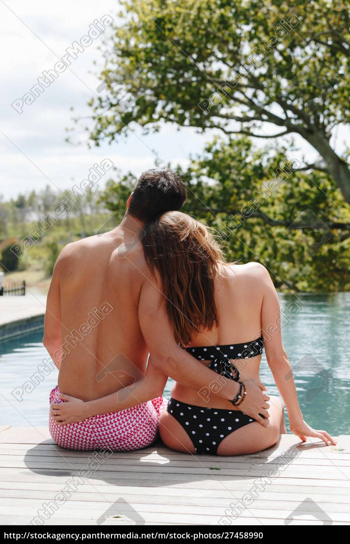 paar, sitzt, am, pool - 27458990