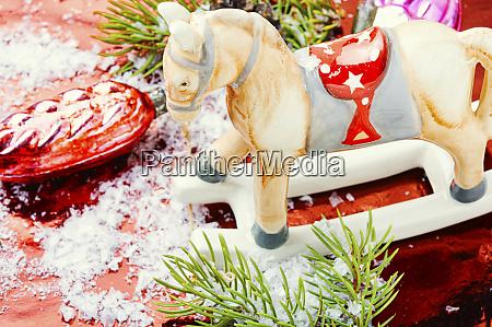 symbolisches, weihnachtspferd - 27468596