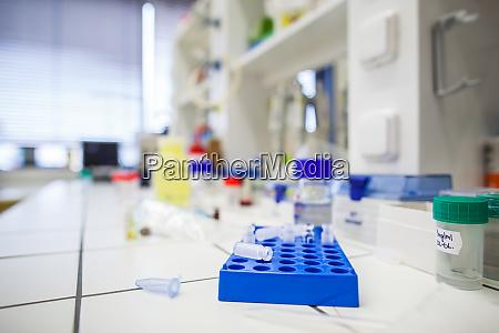 chemielabor flache dof farbgetoentes bild