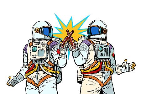zwei astronauten trinken bier maennerfreundschaft