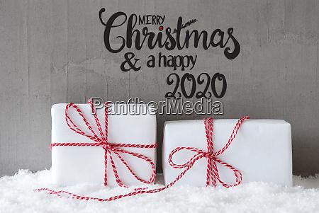 zwei weisse geschenke schnee zement frohe