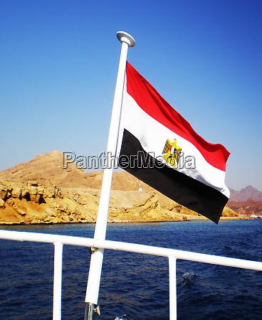 AEgyptische flagge der sportyacht panorama auf