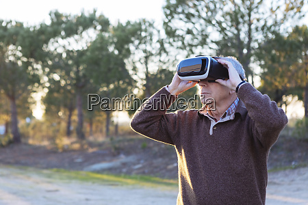 senior, man, wearing, virtual, reality, simulator - 27538713