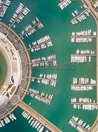luftaufnahme ueber dem sukoan marina plaza