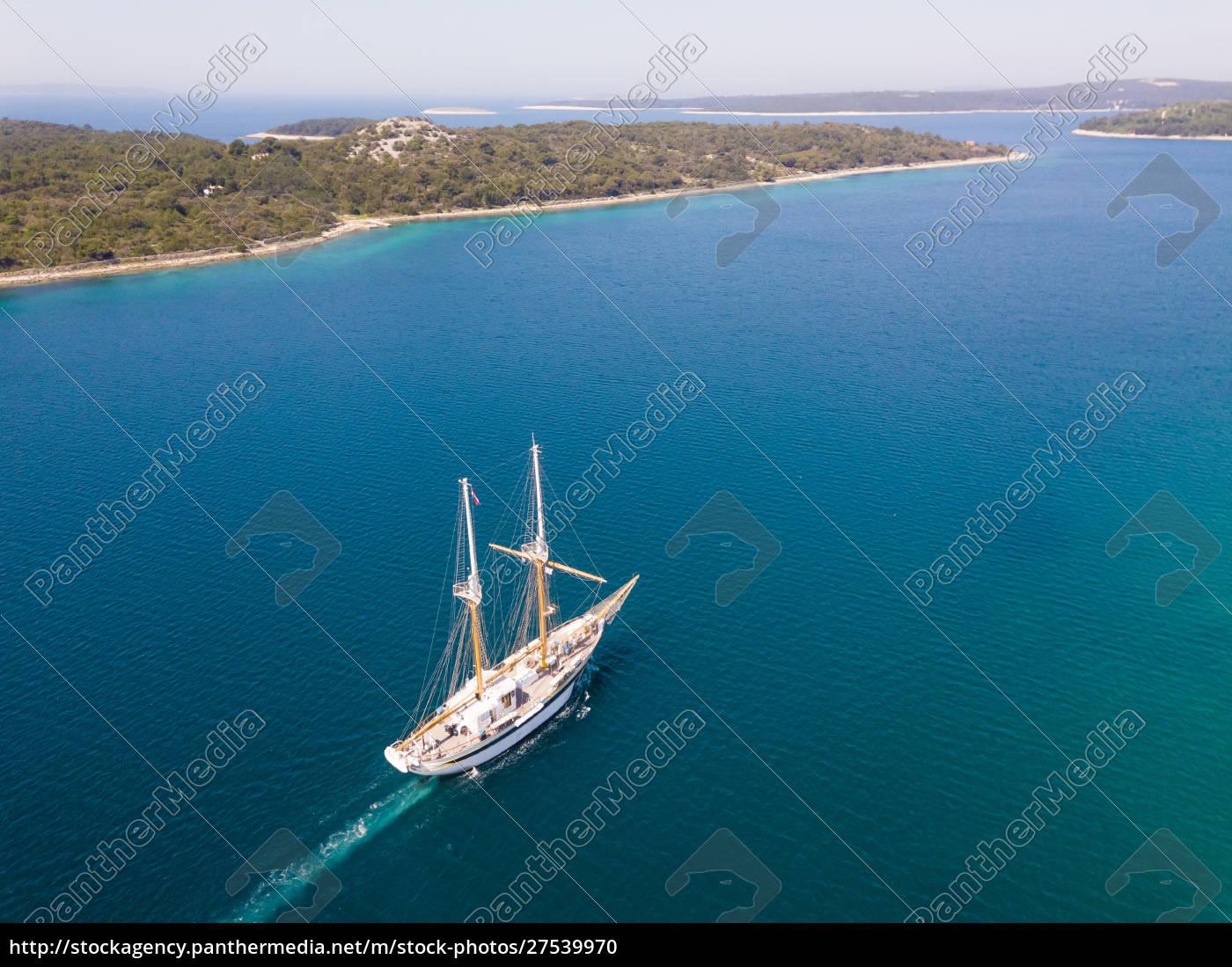 luftaufnahme, des, touristischen, segelbootes, über, die - 27539970