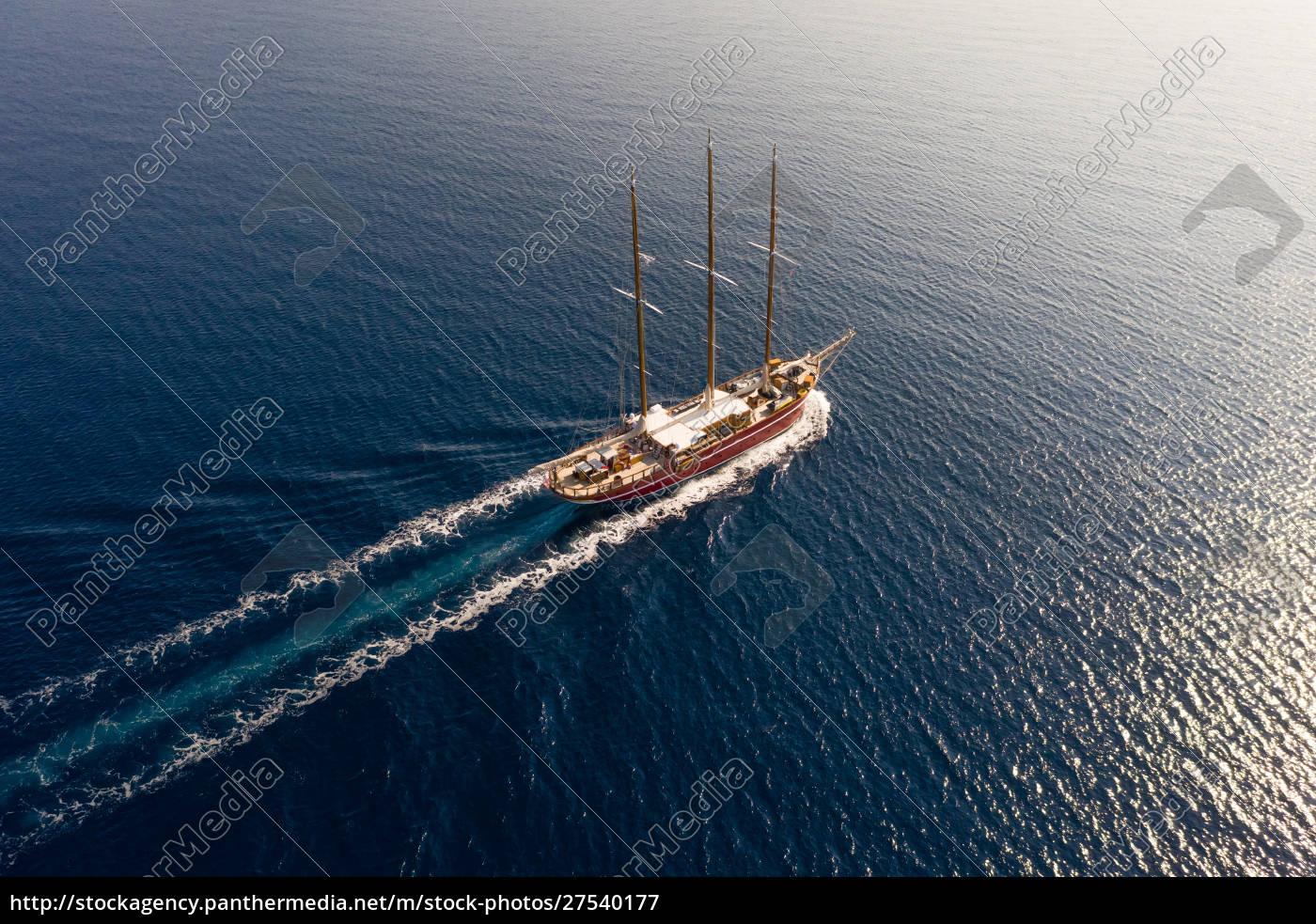 luftaufnahme, des, touristischen, segelbootes, über, die - 27540177
