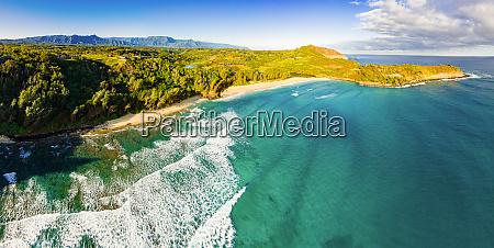 panoramablick auf kahili beach rock quarry