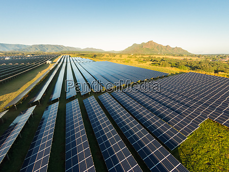 luftaufnahme von photovoltaik solarmodulen anahola kauai