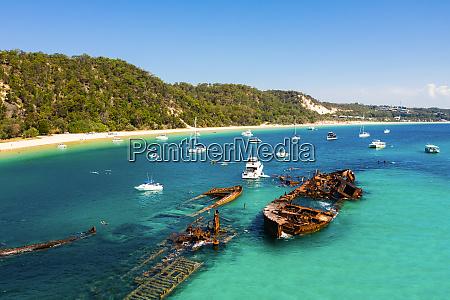 luftaufnahme von the wrecks tangalooma moreton
