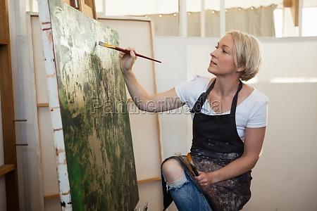 aufmerksame frau malerei auf leinwand
