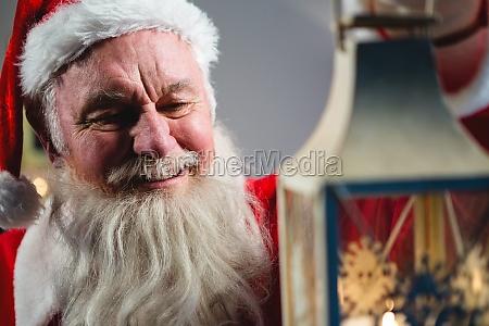 weihnachtsmann mit weihnachtslaterne