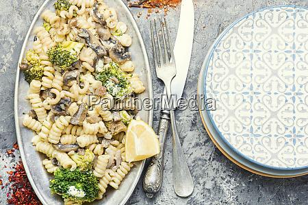 pasta brokkoli makkaroni italienisch pilze kohl