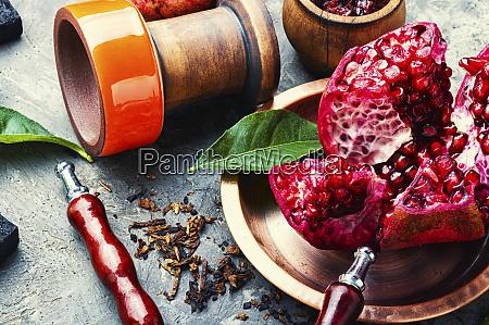 arabische shisha mit granatapfel