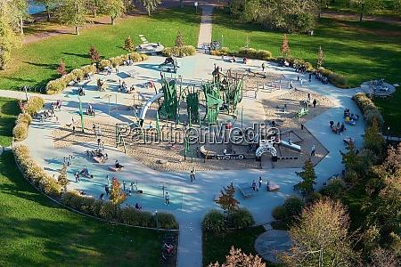 luftaufnahme eines spielplatzes im rotehornpark auf
