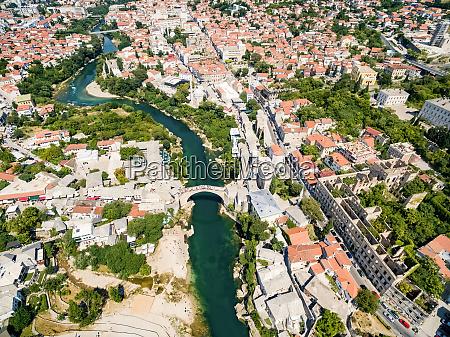 luftaufnahme der stadt mostar in bosnien