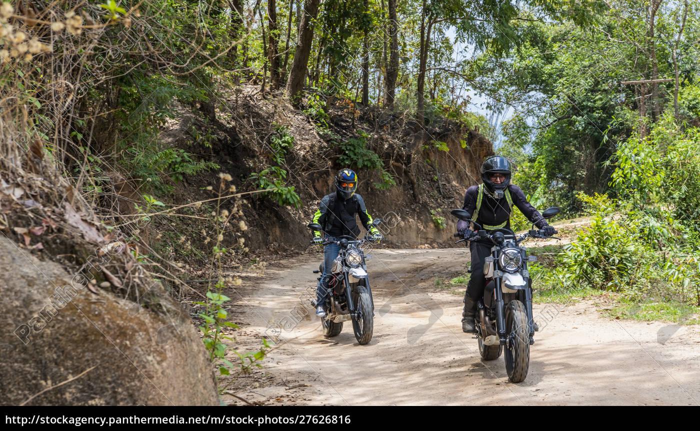 biker, fahren, off-road-motorrad, auf, feldweg, durch - 27626816