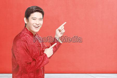 ein asiatischer chinese im cheongsam kleid