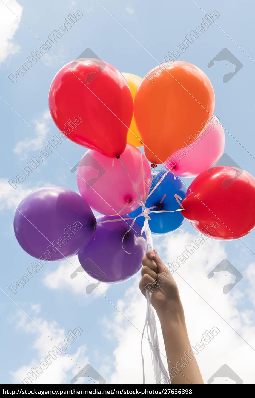 mädchen, hand, hält, ballons - 27636398